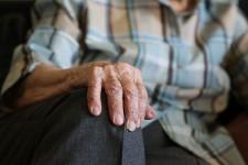 Пожилые свердловчане могут оформить льготы на капремонт