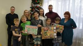 Команда «Урал-СТ» подарила новогоднее настроение детям из приюта «Гнездышко»